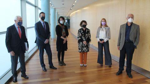 O xurado estivo integrado por Víctor Freixanes, Carlos Valle, Fina Casalderrey, Gloria Rodríguez e Cristina Pato