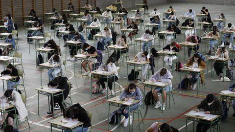 Foto de alumnos en la pasada selectividad, en Viveiro