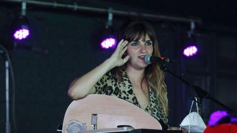 Rozalén durante un concierto en O Grove