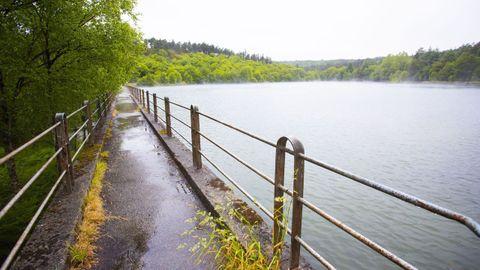 El pantano tiene el aliciente complementario de una cercana área recreativa