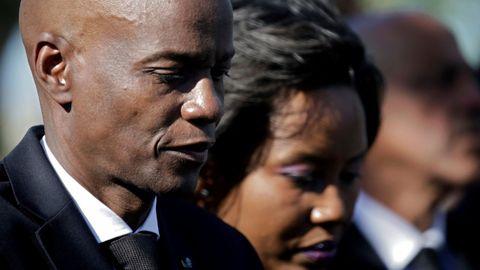 El presidente haitiano, Moïse, y su esposa, Martine asisten en enero del 2020 a una ceremonia en un memorial por el décimo aniversario del terremoto en Titanyen (Haití)