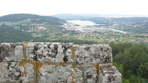 Las tierras del Eume desde lo alto del castillo de Nogueirosa