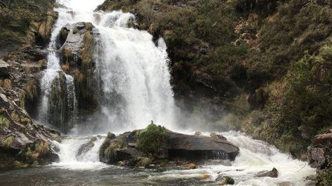 Cascada en el río Xestosa en Ourol