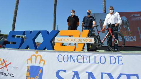 Javier Guillén, Alfonso Rueda y Telmo Martín, en la presentación de la etapa de Sanxenxo de La Vuelta