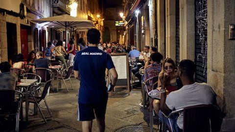 La zona de Vinos estaba repleta de personas al inicio de la noche