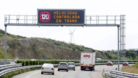 La A-8 ve incrementado en verano su volumen de tráfico por el tránsito de visitantes
