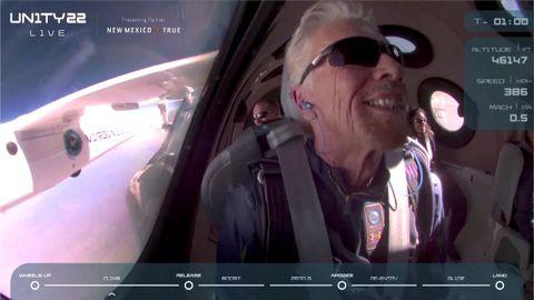 Branson, a bordo del Virgin Galactic.