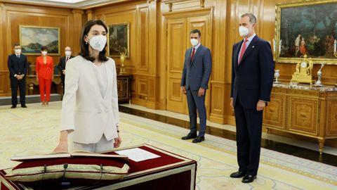 La nueva ministra de Justicia, Pilar Llop, que como titular de la cartera pasa a ocupar su lugar como Notaria Mayor del Reino