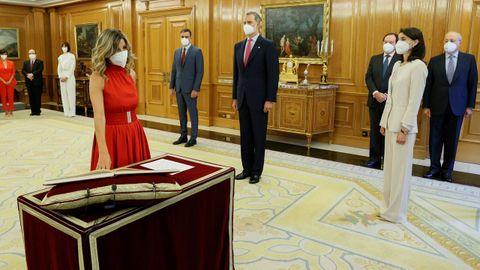 La nueva vicepresidenta segunda, Yolanda Díaz, promete su cargo