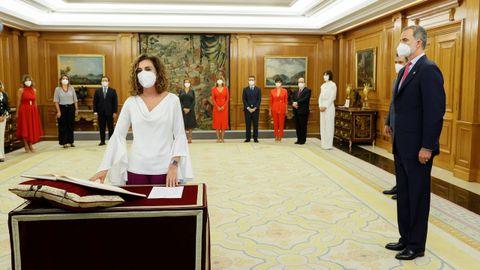 La ministra de Hacienda, María Jesús Montero, que asume también la Función Pública, promete su cargo