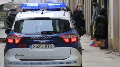 Vehículo de la Policía Local en el centro de Lugo