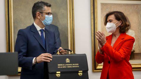 Carmen Calvo, la hasta ahora ministra de la Presidencia, Relaciones con las Cortes y Memoria Democrática, entrega su cartera a Félix Bolaños
