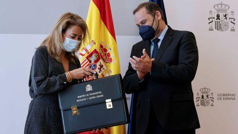 Raquel Sánchez, la nueva ministra de Transporte, Movilidad y Agenda Urbana asume su cargo de manos de su antecesor