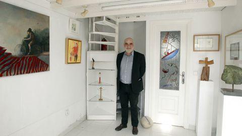 Anxo Pastor en Arcana, na galería que dirixe en Vilagarcía