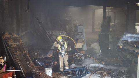 Incendio en una fábrica de madera en Cuntis