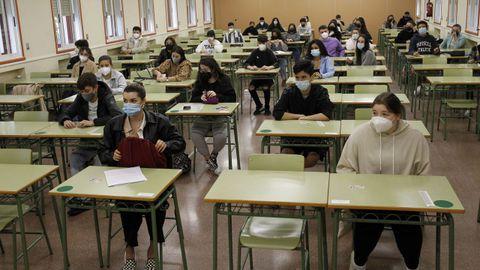 Examen de la convocatoria extraordinaria de la ABAU en el campus de Ferrol