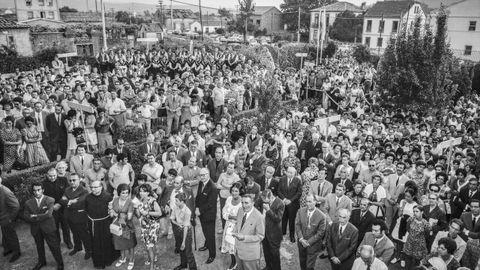 Ao acto inaugural de 1971 acudiron centos de persoas que encheron a horta da casa-museo de Rosalía.