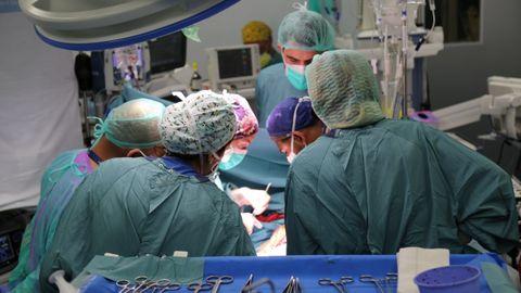 El equipo que participó en el trasplante