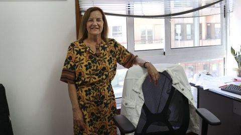 Carmen Abeledo, en su despacho de la sede de la AECC en Pontevedra