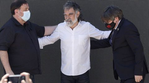 Oriol Junqueras, Jordi Cuixart y Carles Puigdemont, este viernes en la localidad francesa de Elna en el acto de conmemoración del 60 aniversario de Òmnium Cultural