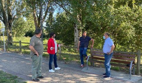 La alcaldeda de Xinzo, el presidente de la Confederación Hidrográfica y los concejales de Medio Ambiente y Urbanismo, revisaron la zona donde se mejorará el paseo fluvial del Limia
