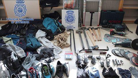 Parte del material incautado a la banda por la Policía Nacional