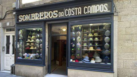 Escaparate de la sombrerería lucense ubicada en Conce Pallares