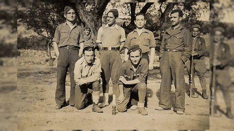 Antonio Valladares (abajo a la izquierda) y su hermano Ramón (segundo por la derecha).