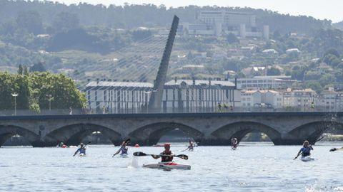 Prueba de piragüismo «Entre pontes» en el río Lérez, en Pontevedra