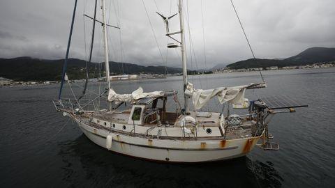 El velero embarrancado en Tixoso (imagen de archivo)