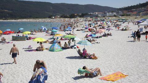 La playa de Laxe, hasta los topes