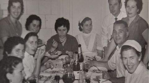 Los padres de los Gómez Lamelas, con el personal de servicio de las Bailly
