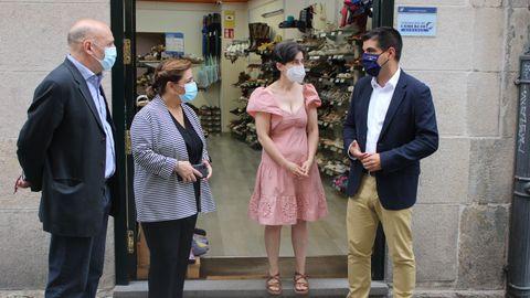 Gabriel Alén visitó la zapatería Word Mujer, beneficiaria del programa Emega.