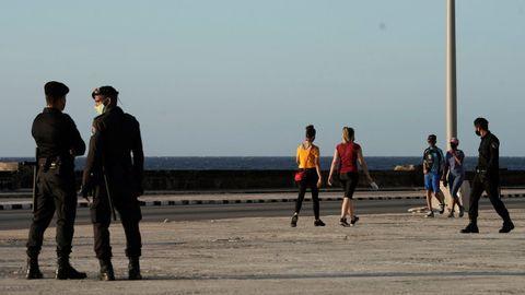Agentes especiales, el pasado viernes en el Malecón de La Habana