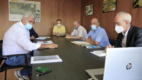 En la reunión estuvieron los presidentes del Club Fluvial y de la CHMS, además de técnicos, comisarios y jefes de servicios