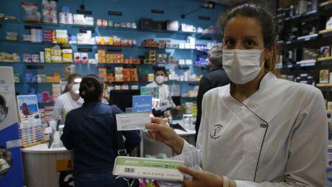 En la farmacia de la plaza de España, en Pontevedra, tenían ya los test de antígenos que van a vender sin receta en breve