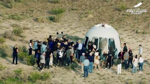 Escena alrededor de la cápsula tras su aterrizaje