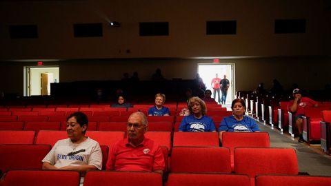 Evento en el instituto de Van Horn, Texas, para observar el despuegue del Blue Origin