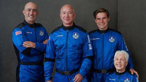 La tripulación (de izquierda a derecha): Mark Bezos, Jeff Bezos, Oliver Daemen y Wally Funk