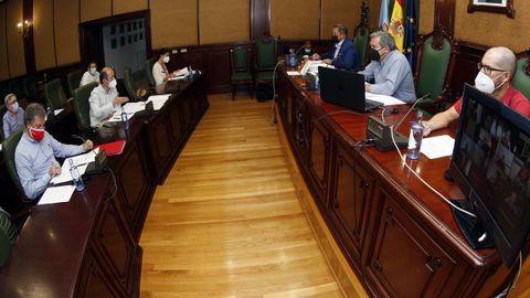 Imagen de archivo de la sesión plenaria celebrada en junio en Ribeira