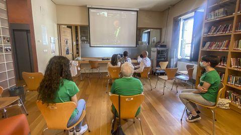 Los miembros que participaron en la recogida del premio «María Moliner» en la Biblioteca Municipal de Verín
