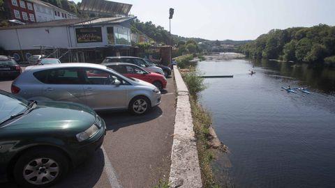 El Fluvial ni obedeció a la CHMS, que le exigía mantener una distancia con respecto al río, ni a la Xunta, que le ordenaba respetar una franja verde en la zona del párking más cercana al Miño