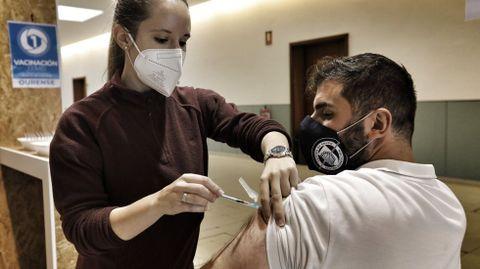 Hoy continúa la vacunación del grupo 30-39