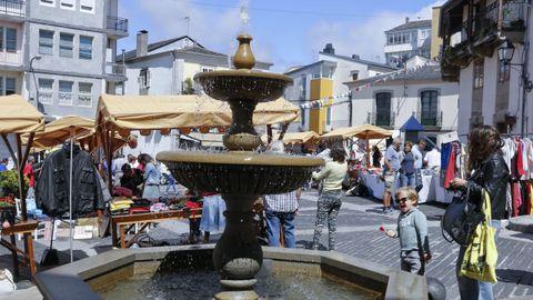 Imagen de una de las ediciones del Mercado do Alboio, en la praza de San Xoán