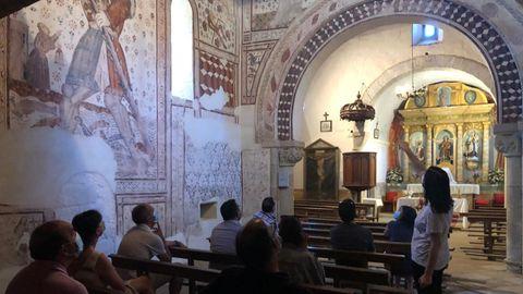 Los participantes en el encuentro preparatorio visitaron la iglesia de Pinol, en Sober, que fue restaurada recientemente