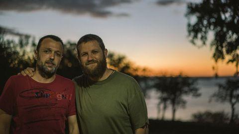 David Beriain posa junto con su cámara y amigo Sergio Fraile, con el que perdió la vida en Burkina Faso.David Beriain posa junto con su cámara y amigo Sergio Fraile, con el que perdió la vida en Burkina Faso
