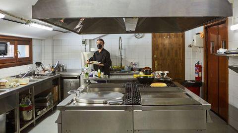 Anxo Gago es el cocinero del restaurante del hotel