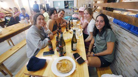 Un grupo de amigas, estudiantes universitarias en Granada, decidieron hacer el Camino Francés como viaje de fin de carrera
