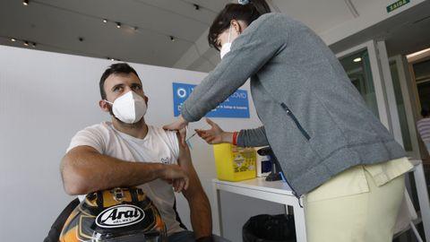 En Santiago se vacunaron este jueves los primeros de 29 años