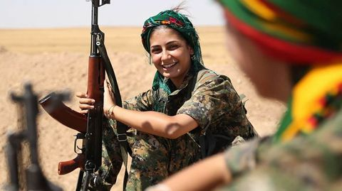 Mujer soldado kurda